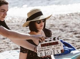 Dakota Johnson, en el rodatge a Eivissa de lanunci estiuenc dEstrella Damm.