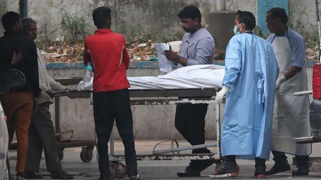 43 persones moren en un incendi en una fàbrica de Nova Delhi