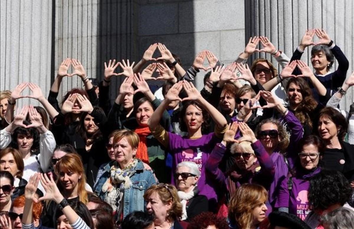 Dia de la mujer en las puertas del Congreso de Madrid.