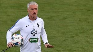 Didier Deschamps, durante un entrenamiento con la selección