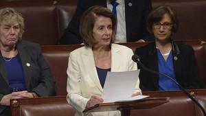Nancy Pelosidurante su discurso de ocho horas en la Cámara de Representantes de EEUU.