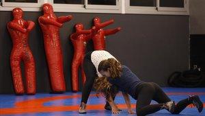 Dos jóvenes luchadoras del Club de Lluita de Baró de Viver, la semana pasada