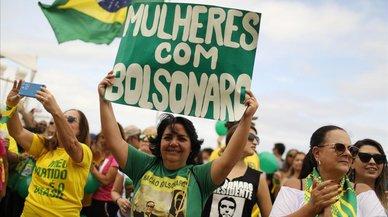 Brasil cierra campaña con el candidato ultra Bolsonaro como favorito