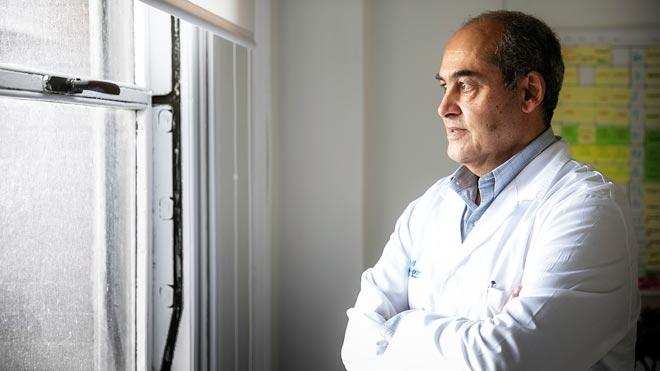 Entrevista con el doctor Benito Almirante, jefe del Servicio de Enfermedades Infecciosas del Hospital Vall d'Hebron de Barcelona.