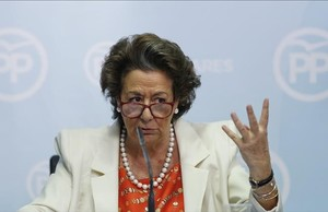 La exalcaldesa de Valencia y senadora del PP, Rita Barberá, durante la rueda de prensa en la que dio explicaciones por el caso Imelsa.