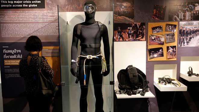 Una exposició reviu el rescat dels nens de la cova de Tailàndia