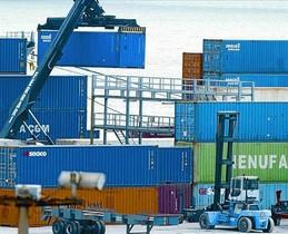 Exportaciones 8 Contenedores de mercancías en el puerto de Lisboa