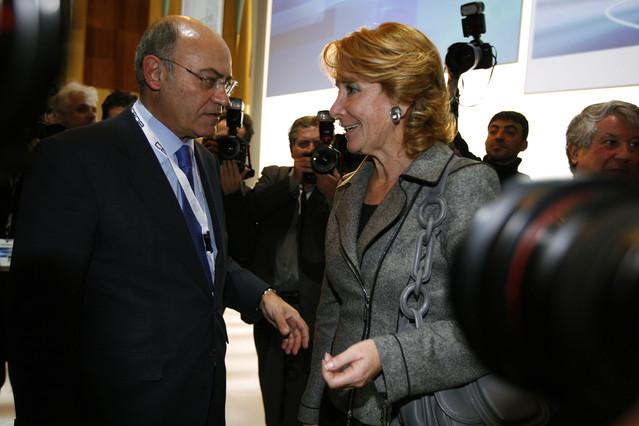 Gerardo Díaz Ferrán, entonces presidente de la CEOE, y Esperanza Aguirre, que presidía la Comunidad de Madrid, en un acto celebrado en Madrid el 2 de diciembre del 2009.