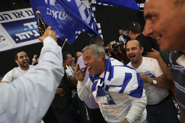 Partidarios de Netanyahu celebran los resultados apuntados por los sondeos.
