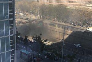 Incendio de un coche en el túnel de Ildefons Cerdà.