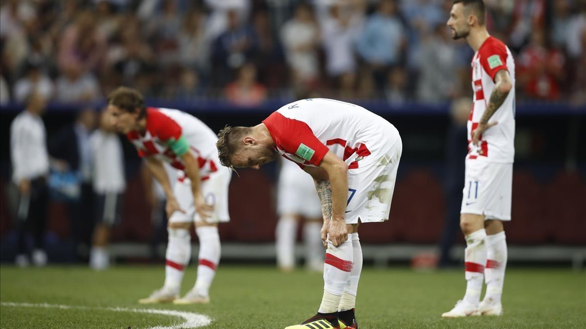 Ivan Rakitic, abatido tras un gol de Francia.