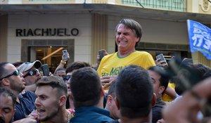 Jair Bolsonaro, actual presidente de Brasil, fué atacado con un cuchillo durante las elecciones, en el estado de Minas Gerais.