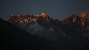 Trobats quatre alpinistes morts a l'Everest