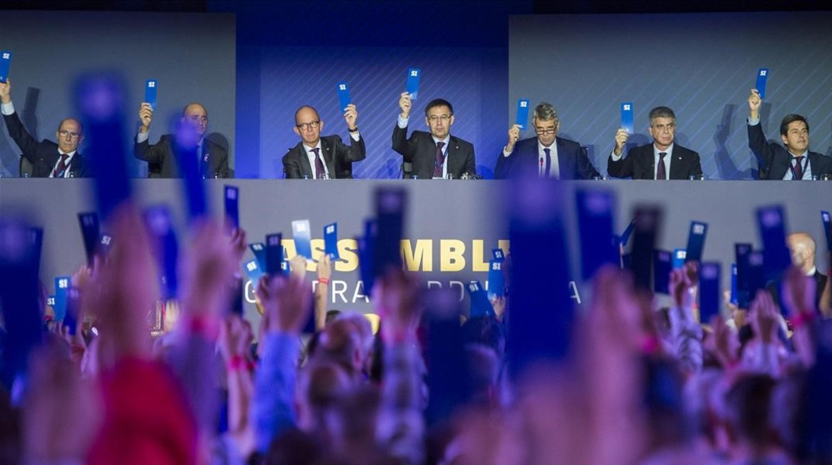 L'assemblea del Barcelona debat les medalles de Franco i el vot electrònic