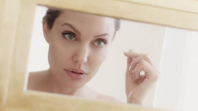 La actriz muestra su imagen más sensual en la primera campaña publicitaria que hace tras su divorcio.