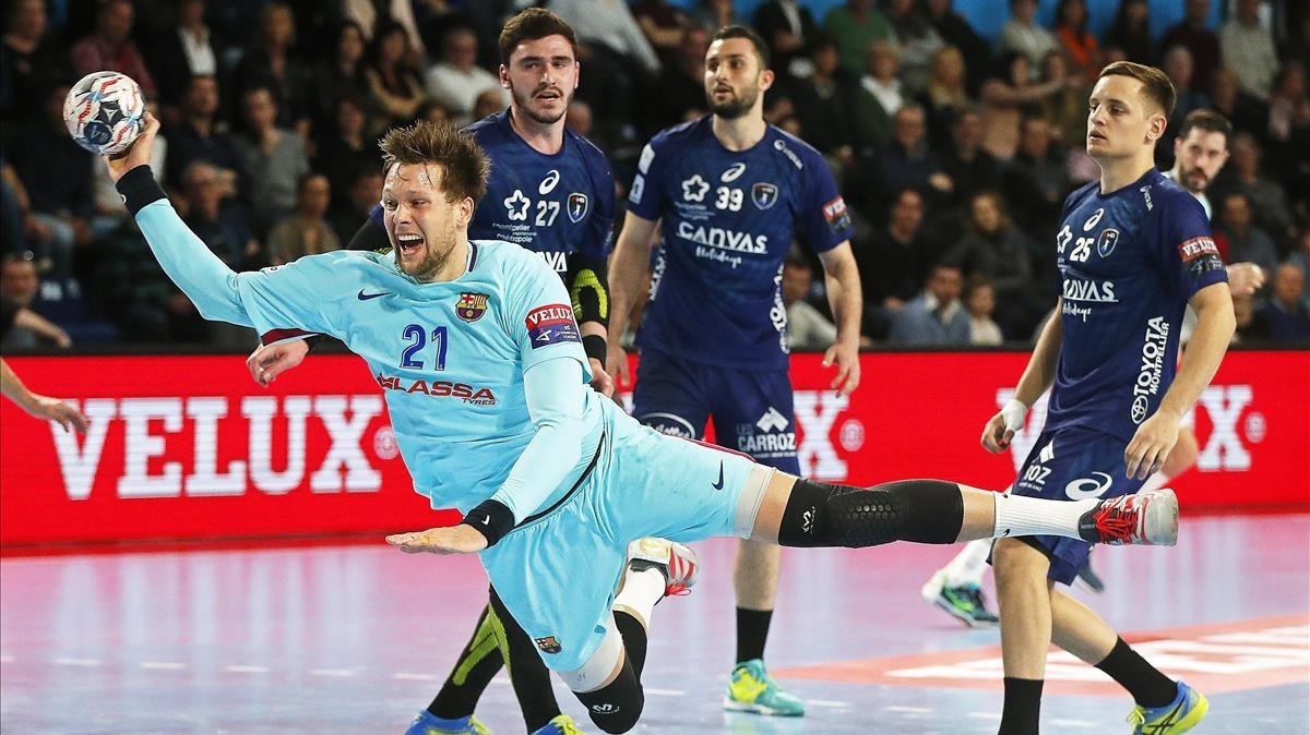 Kamil Syprzak lanza a portería en el partido del Barça contra el Montpellier.