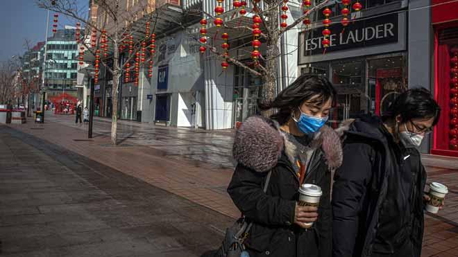 Las calles dePekín lucen desoladas ante el temor de contagio del coronavirus.