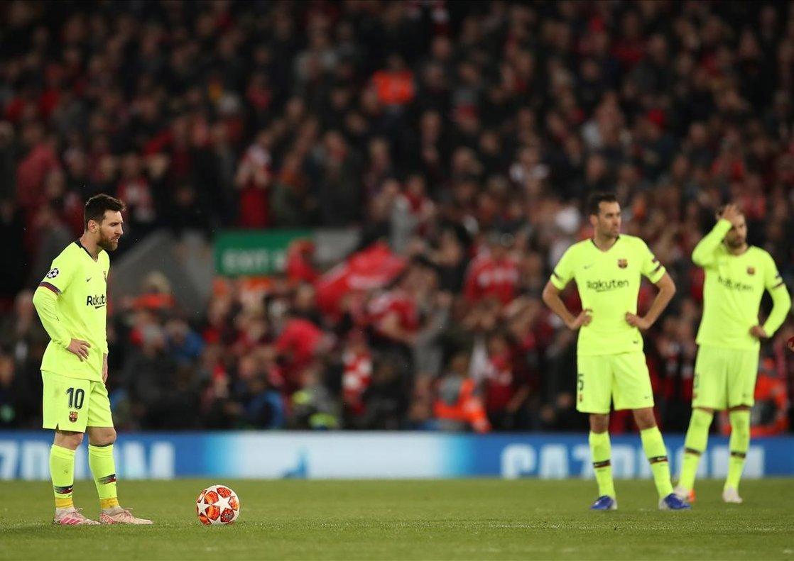 Messi, Busquets y Piqué, el 7 de mayo del 2019, en Anfield.