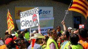 Protesta de examinadores de tráfico en la sede de la DGT en Madrid, el 25 de juliodel 2017