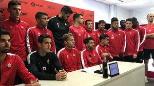 Los jugadores del Reus, al leer el manifiesto contra la propiedad del club, el pasadodiciembre.