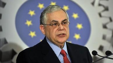 El exprimer ministro griego Lucas Papademos, herido en una explosión