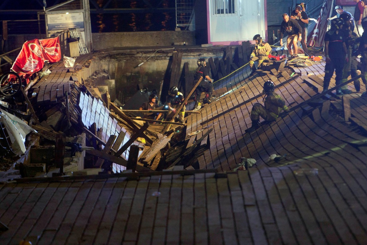 Lugar donde ha cedido la plataforma de madera en el puerto de Vigo.
