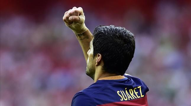 Luis Suárez celebra su gol en el estadio de SanMamés.