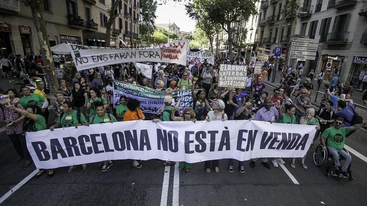 Manifestación contra el acoso inmobiliario en Barcelona.