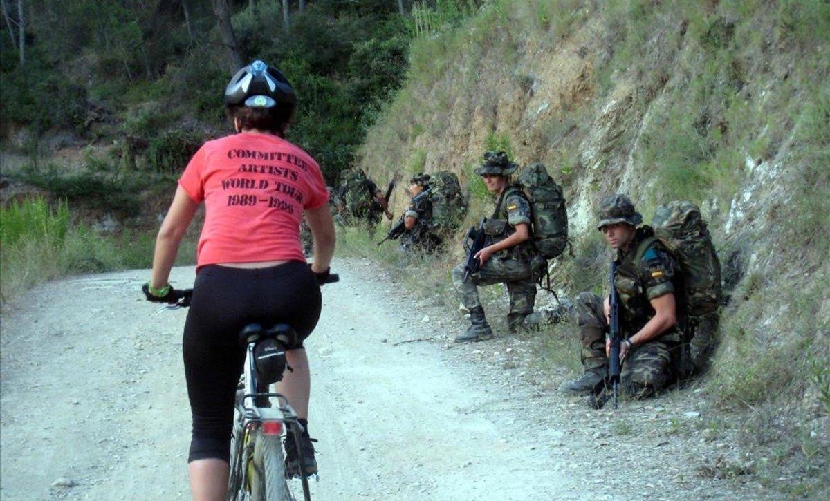 Maniobras militares en Collserola, en el 2011.