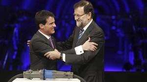 Manuel Valls, entonces primer ministro francés, con Rajoy, en febrero del 2015.