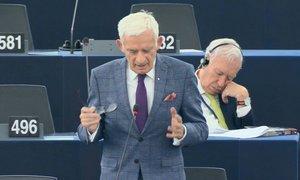 Margallo s'adorm a l'Eurocambra i després es defensa: té la consciència tranquil·la