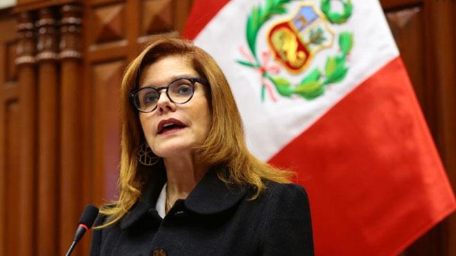 Mercedes Aráoz jura como presidenta encargada de Perú.