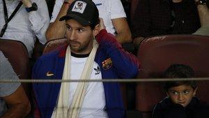 Messi y su hijo Thiago en el camp Nou en el partido del Barça contra el Inter.