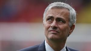 Mourinho, encajando la derrota ante el Watford.
