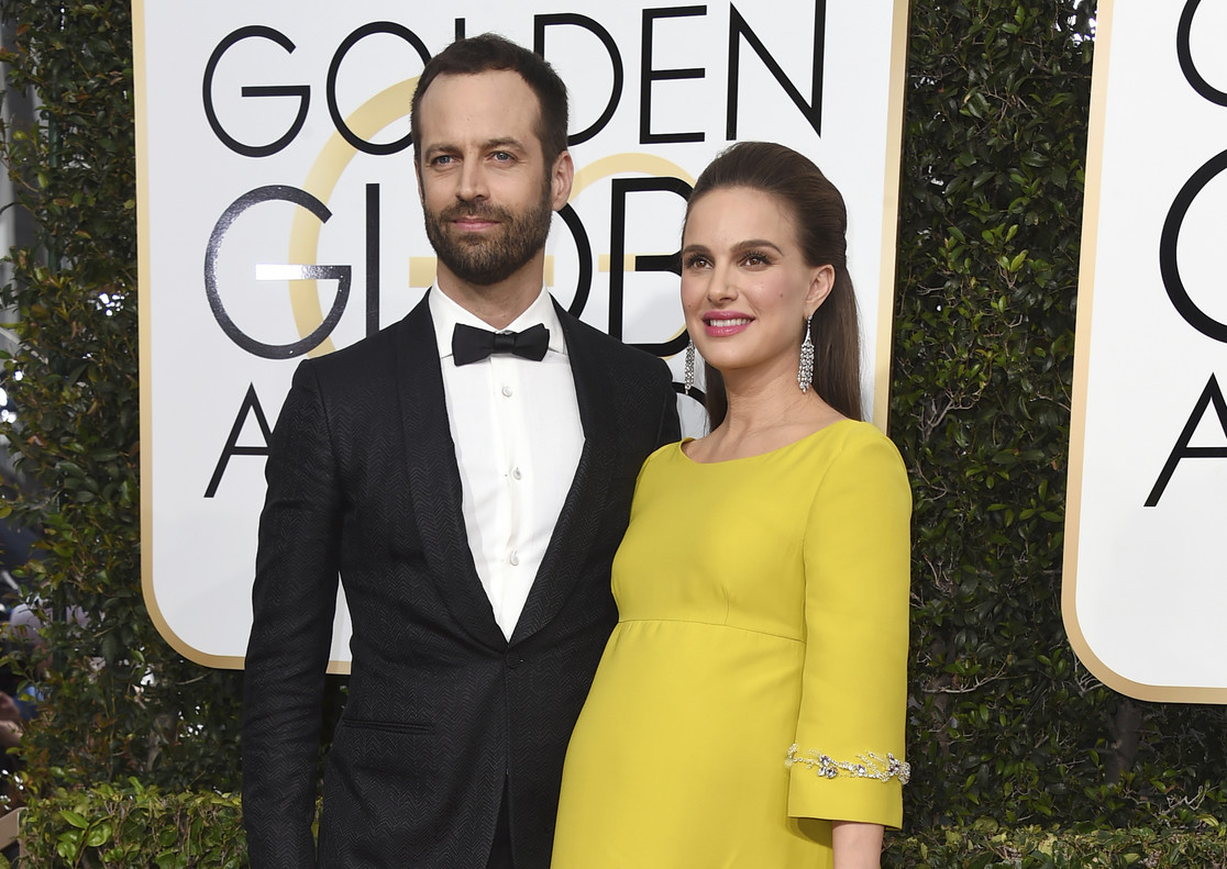 Natalie Portman y Benjamin Millepied, a su llagada a la 74ª edición de los Golden Globe Awards en Beverly Hills, California, el pasado 8 de enero.