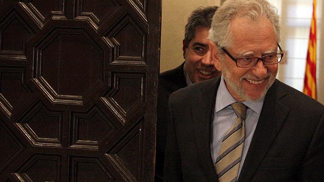El presidente del Consell Assessor per a la Transició Nacional, Carles Viver Pi-Sunyer, y el portavoz del Govern, Francesc Homs, hablan sobre el nuevo informe del organismo.