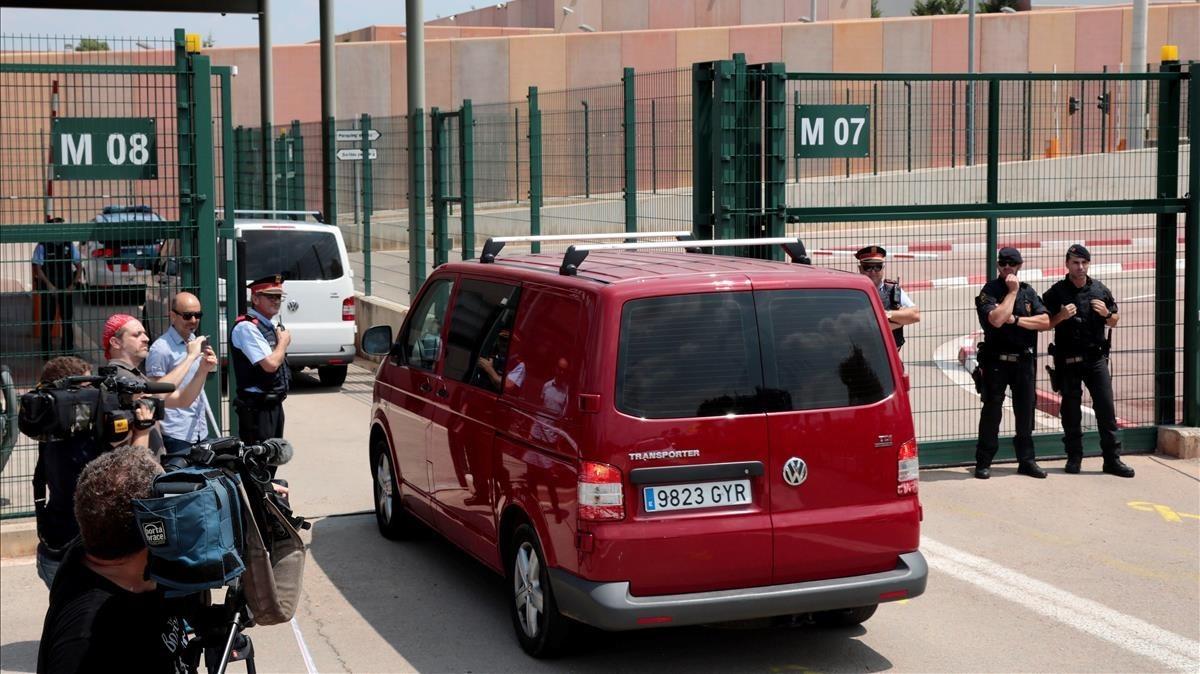 Una imagen del ingreso en la prisión de Lledoners de los exconsellersJordi Turull, Joaquim Forny Josep Rull.