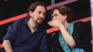 Pablo Iglesias y Ada Colau en un mitin en Barcelona.
