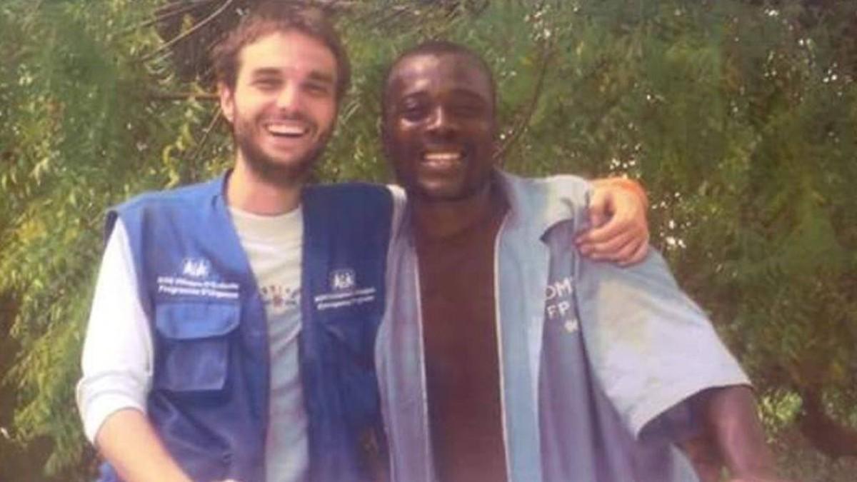 Pau Pérez con un compañero en Haití.