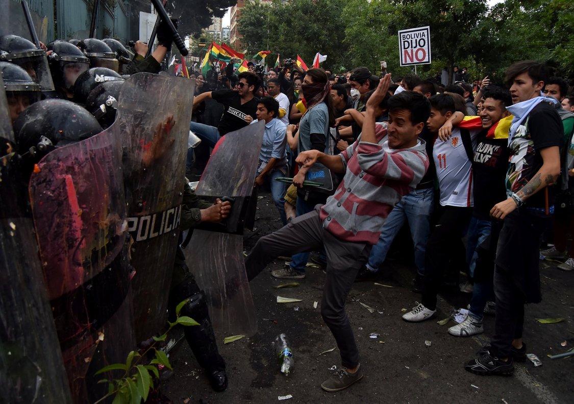 Bolivia: Un muerto y dos policías heridos en jornada contra la reelección de Evo Morales