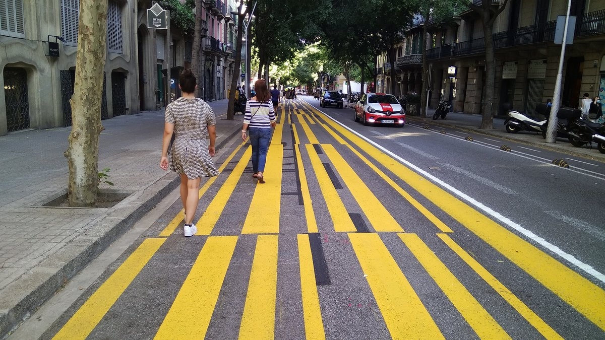 Un carril para peatones en Barcelona.