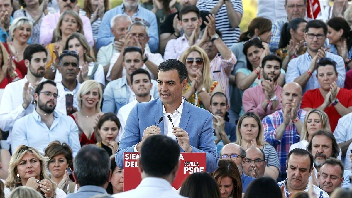 Pedro Sánchez, este miércoles, en un mitin en Sevilla.