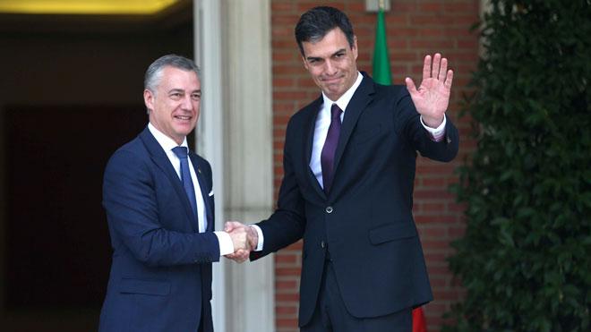 Pedro Sánchez recibe a Iñigo Urkullu en La Moncloa.