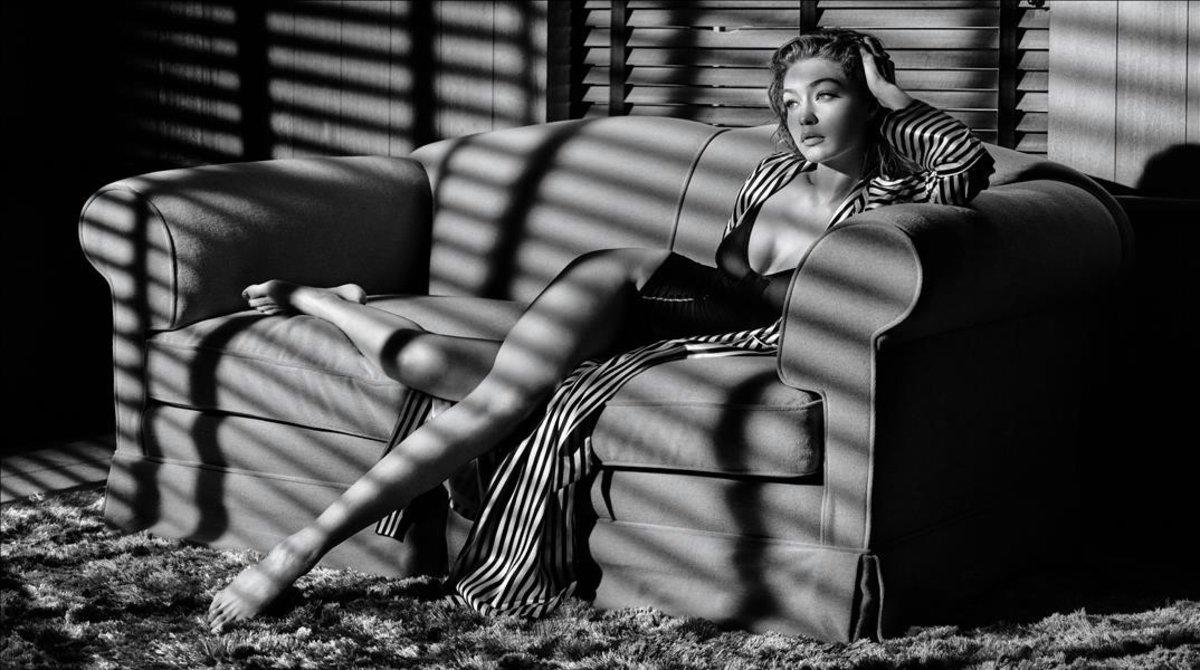 La modelo Gigi Hadid posa para el calendario Pirelli 2019.