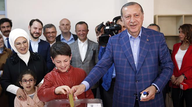 El president de Turquia, Recep Tayyip Erdogan, al seu col·legi electoral.