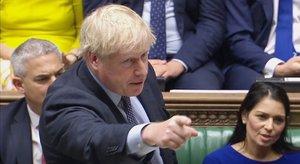 El primer ministro británico, Boris Johnson, interviene ante la Cámara de los Comunes, este sábado.