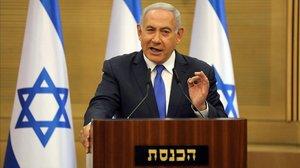 El primer ministro israelí en funciones, Binyamin Netanyahu, comparece ante los medios en Jerusalén, este lunes.