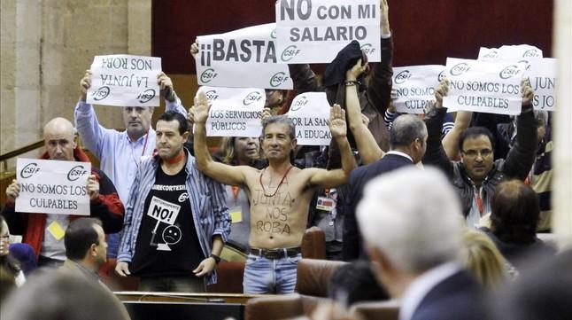 Protesta de funcionarios del CSIC en Andalucía por falta de fondos para investigación.