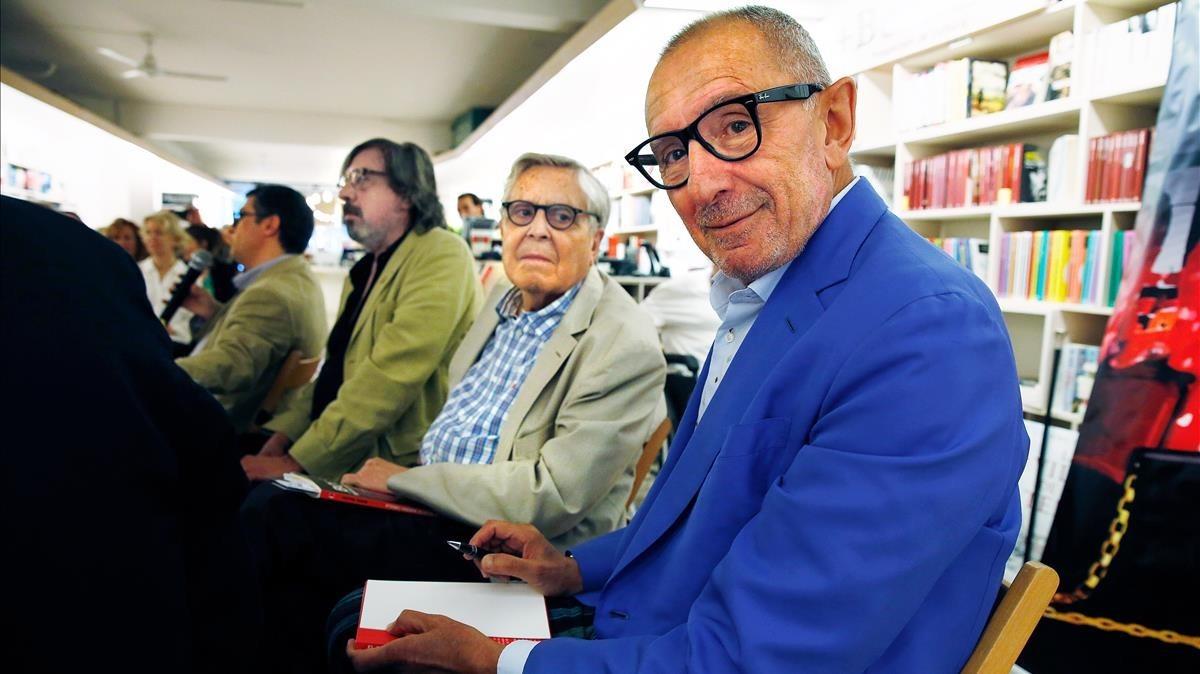 Manuel Trallero y el exfiscal Carlos Jiménez Villarejo, durante la presentación del libro del primero, El bolso de Mariona Carulla.