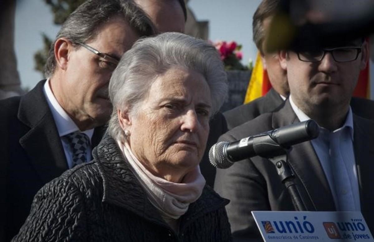 Rosa Maria Carrasco, junto a Artur Mas, en un acto de homenaje a su padre.